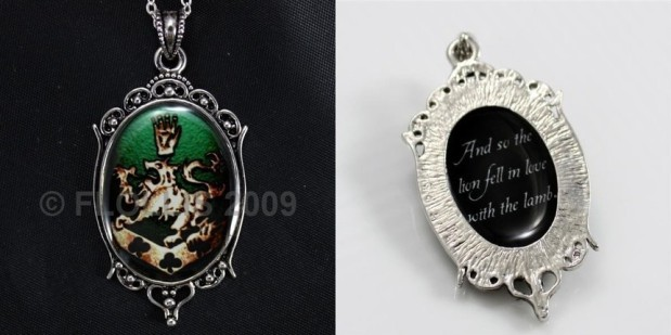 Crest Green and Gold point-quote lion love lamb